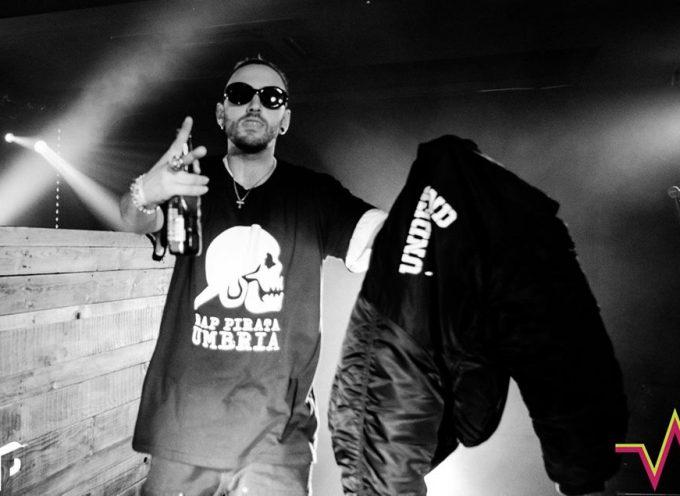 DARN MC di Rap Pirata Umbria in apertura ai Colle der Fomento a Perugia