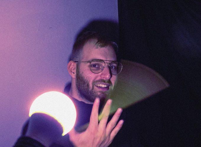 """""""Simone, 808 e le sue canzoni"""": l'EP del produttore Fin guarda a Drake e al cantautorato italiano"""